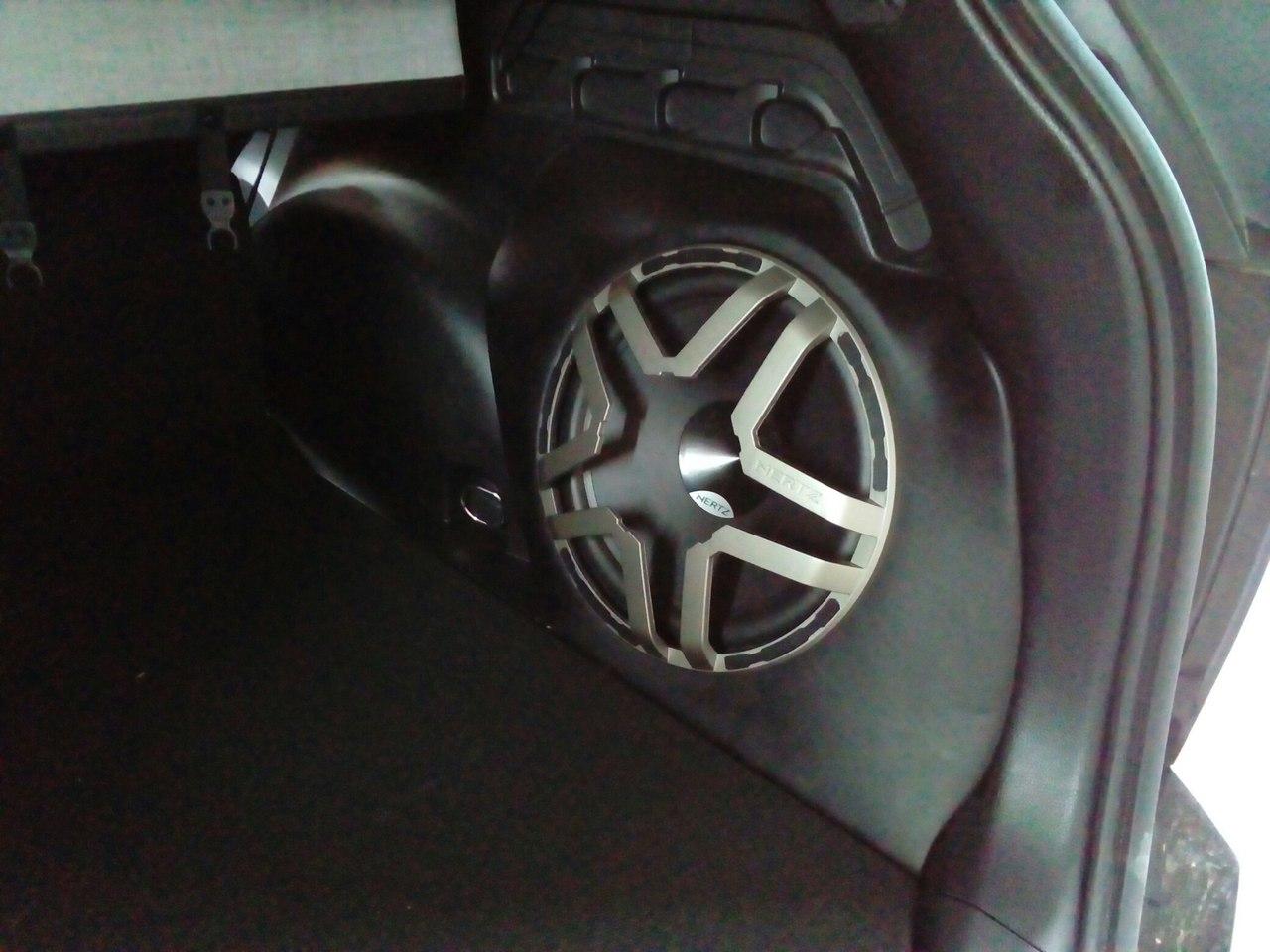 Стэлс в Toyota Rav 4